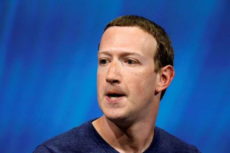 This Creep is Mark Fuckerberg, FB founder.  He's a stalker. He stalks his users.  He knows where you go on holidays, what you eat, drink watch & who you talk to. That's called surveillance. And then he sells that info.  Like Trump, he thinks he's above the law. #CreepyMark https://t.co/o302lvyHbK