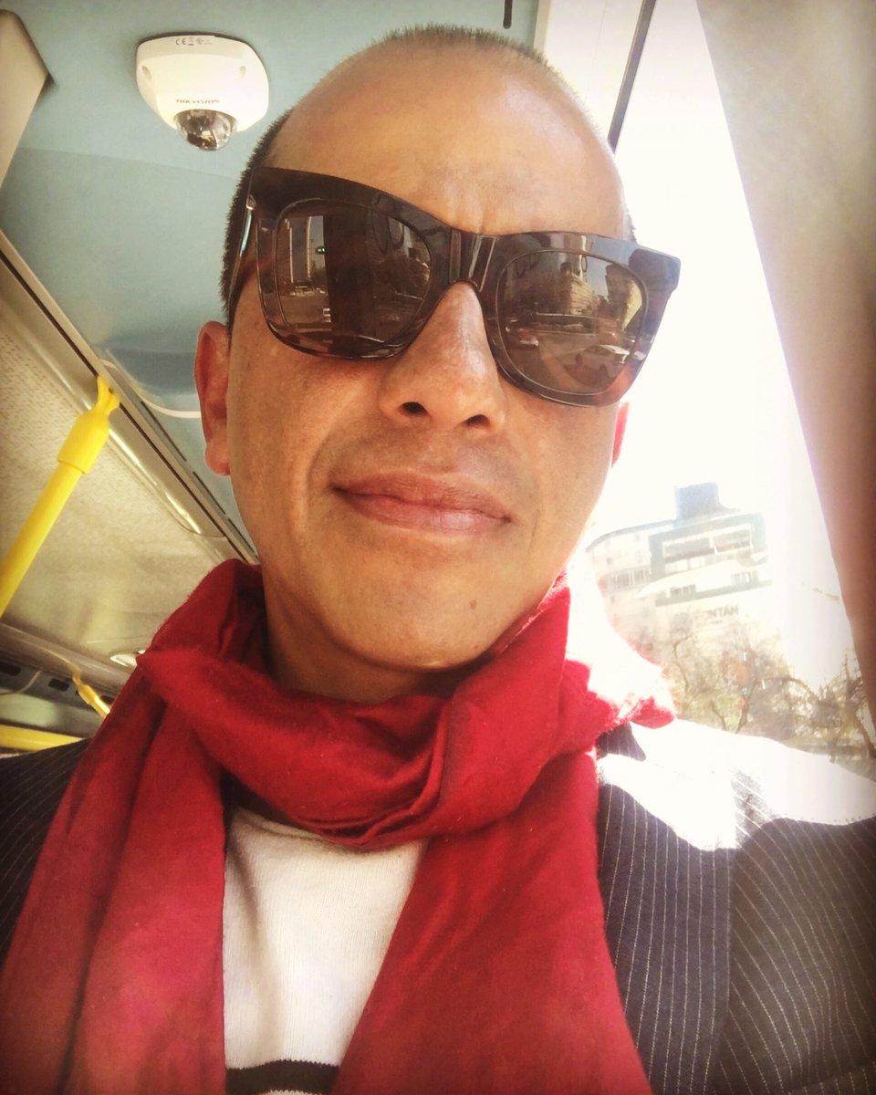 Blue & Red Monday ... #porquesoymortalviajoenmetrobus #elseñordeloschalecosextraños #missv3lvet #missv3lvetbreakfastmartiny #paselemarchanteacaelcoctel #amigosdeepistolaspic.twitter.com/f6VYqqXeck