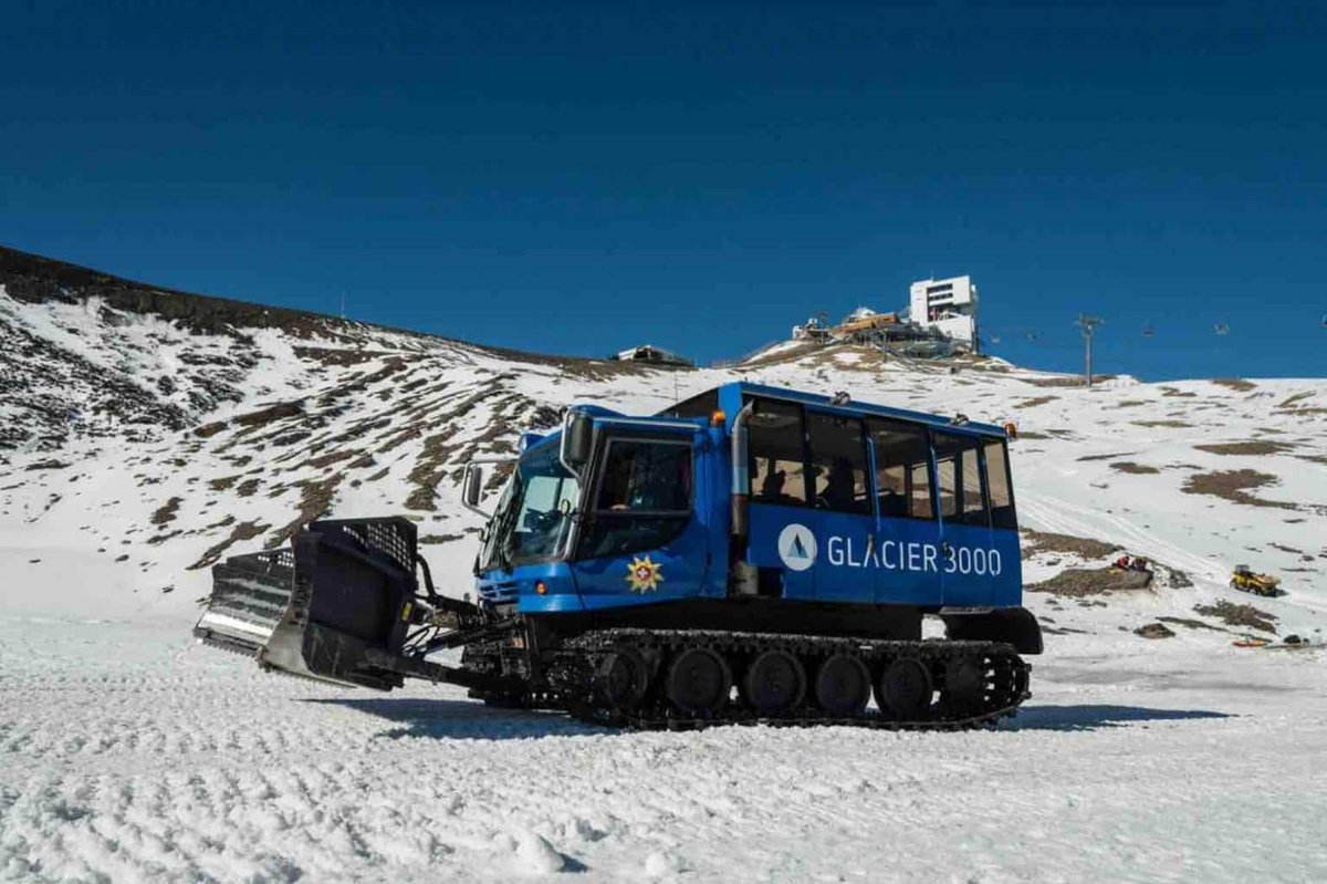 How about a ride on the #SnowBus at #glacier3000 in #Switzerland?  https://newinzurich.com/2020/02/a-journey-across-glacier-3000-on-the-snow-bus/… #myvaud @LesDiableretspic.twitter.com/XdSYgBZUSI