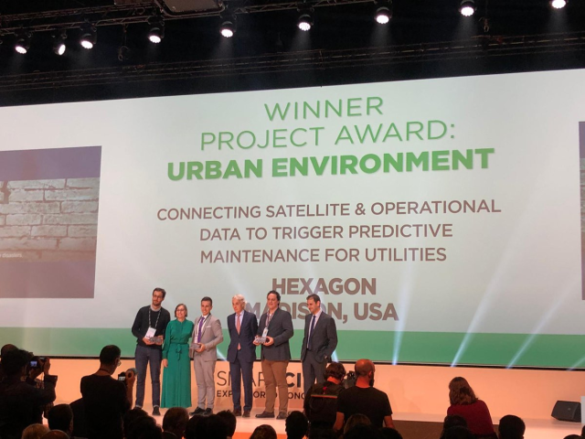 We're honored and excited to have been awarded the Urban Environment Award from @SmartCityexpo Can you tell? #SCEWC19 #CitiesMadeofDreams pic.twitter.com/LreY3f7GYS
