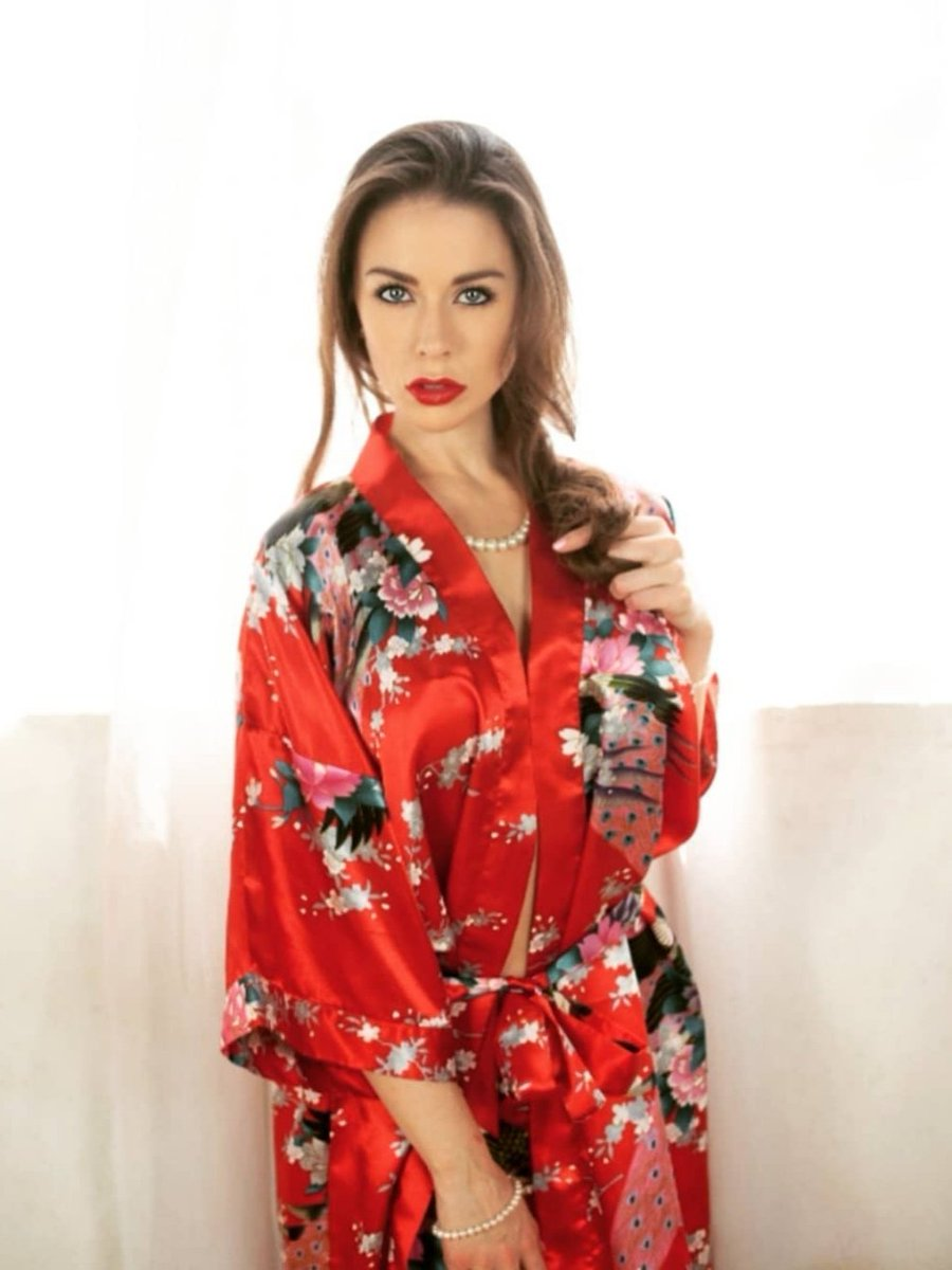 The #bestcolor is #theone that looks good on you. #kimono #ladyinred #powercolorpic.twitter.com/ok17xTeVn0