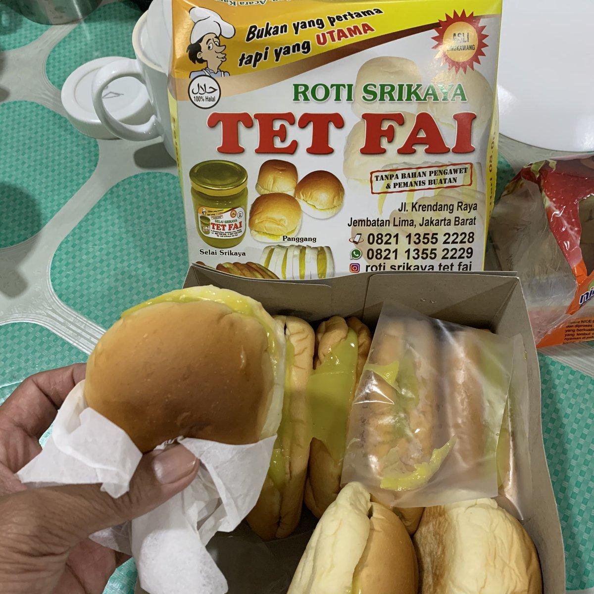 Entah menurutmu, tapi menurutku ini overrated, masih lebih enakan roti srikaya di Sabang 16. Selainya, ya jauh dibanding Selai Srikaya Roti Ganda Siantar.