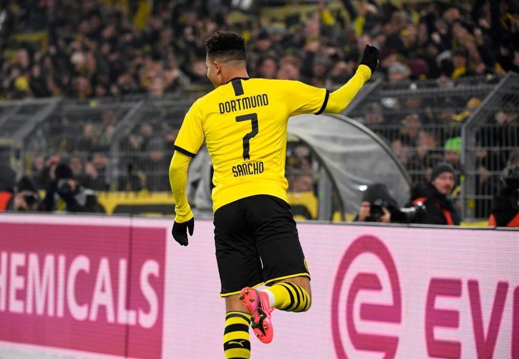 El chico de 19 años que ha participado directamente en ¡¡31 ANOTACIONES!! (15 goles y 16 asistencias) en los 29 partidos que ha disputado en la presente temporada con BVB. No es normal tener tan buen criterio para decidir siendo tan joven. DESTINADO A LA GRANDEZA.
