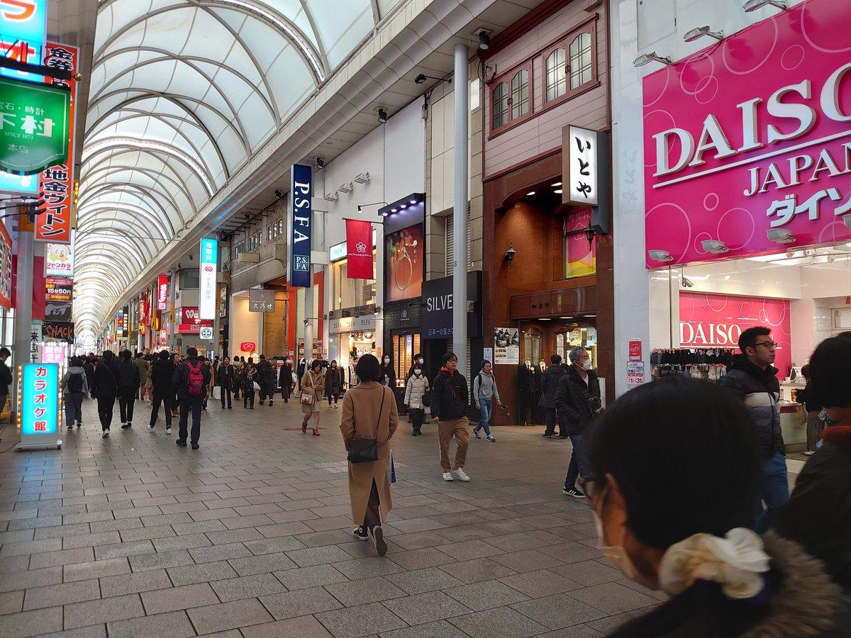test ツイッターメディア - 広島放浪記! 朝の6時から羽田空港でビールを飲みながら飛行機を眺め乗車!飛行機からの景色も楽しみ、無事に広島へ!ここから元気なひろしまみりのまずは3人と合流🥳 ラバ君の地元や職場を通り広島市内へ!広島に来てさすがマツダ!まさかルーチェをみれるとは笑 続く #まなみのりさ #ぶっちゃんぽ https://t.co/XVTmQAolT3