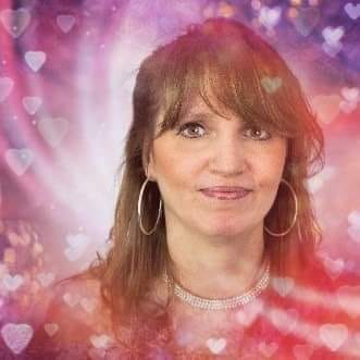 Benedicte will be going Live today at 17.00 hrs gmt with FREE FACEBOOK MINI READINGS for those who like and share our page. Hope to see you there! #freereadings #tuesdaymotivation