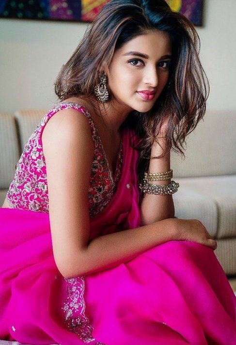 Nidhhi Agerwal Hot Cute Pictures