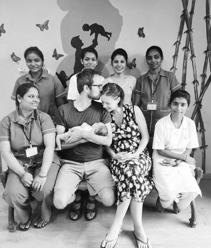 #KalkiKoechlin and #GuyHershberg Pose with Newborn Daughter #Sappho, the Actress Thanks Doctors for a Successful Water Birth  @kalkikanmani @KalkiKanmaniFC @kalkikfcpic.twitter.com/FDn4qU7bD7