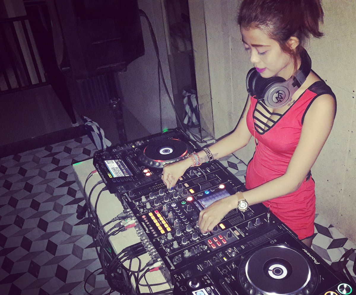 Contact me for more information if you need female disc jockey  wa : 081916712319 pic.twitter.com/sUjTVfISNG