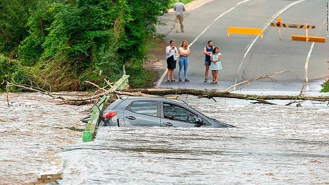 【鎮火】森林火災が洪水で収まる、シドニーで30年ぶりの豪雨 この雨のおかげで、数カ月にわたって燃え続けた火災は鎮火したといい、消防局は「しばらくぶりの朗報」とコメントしている。