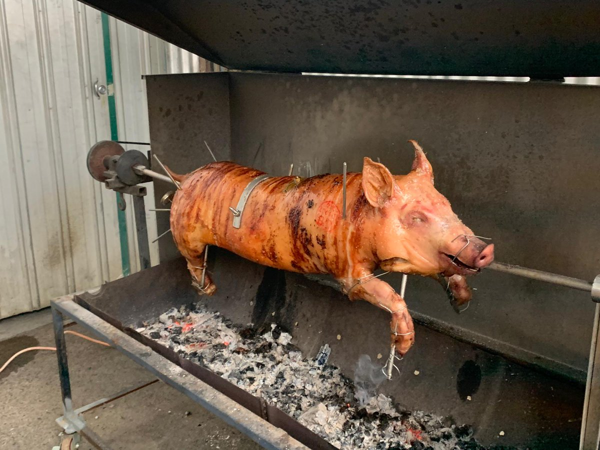 """Many thanks to everyone who attended last Saturday Night's """"Pig on a spit"""" function, here's a couple of photos from the night. Special thanks to Ballandean Estate Wines @ Ballandean Estate Wines for hosting the event. . . . #vic4mayor2020 #greatfood #greatcompany #greatevening pic.twitter.com/9hutOFOGTz"""