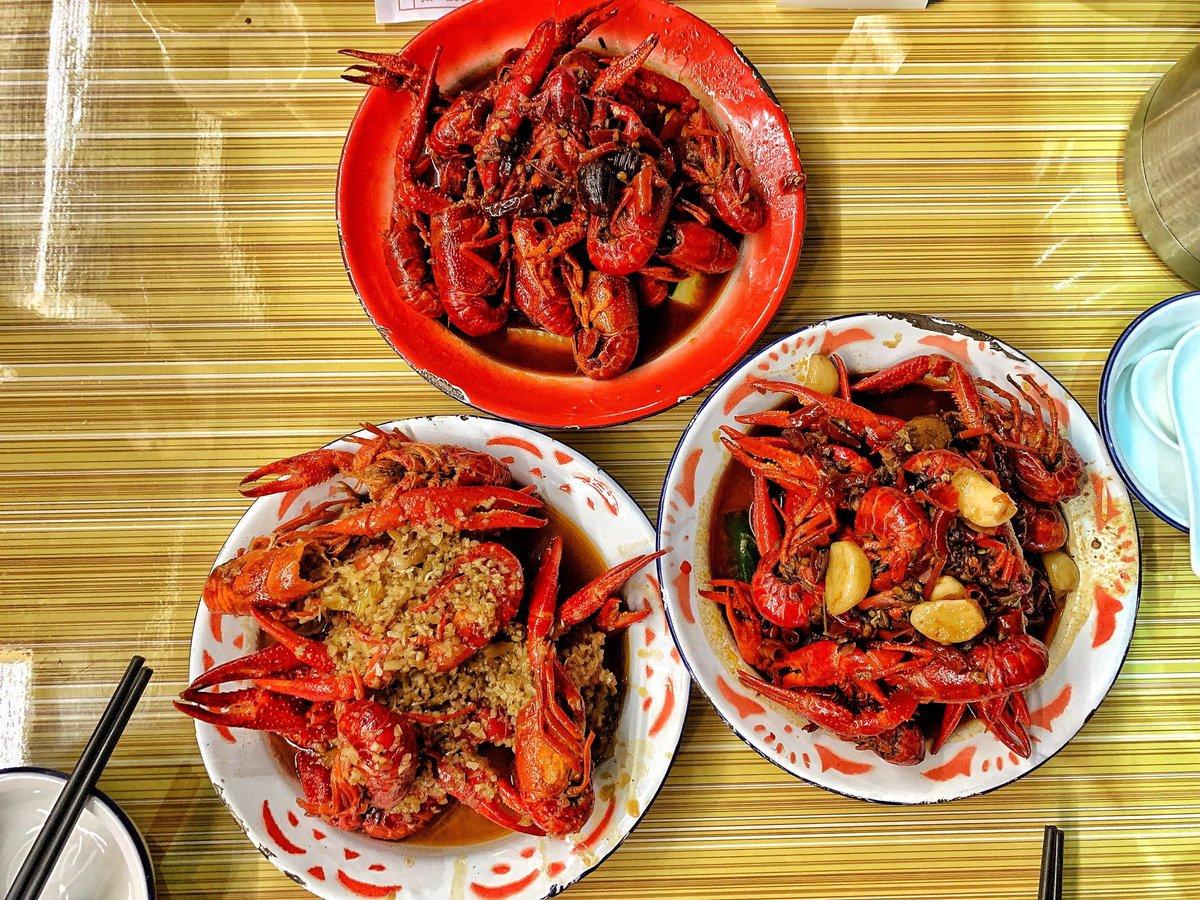 廣州 「潮爺的蝦」  我們點了三斤的大蝦,口味分別蒜香,十三香,麻辣,蝦的肉質確實不錯,新鮮彈牙,而且處理得非常乾淨,膏也非常多,大閘蟹的膏也很多,肉質鮮甜,真的太滿足了,不愧走這一遭。  #潮爺的店# #十三香# #麻辣# #蒜香# #小龍蝦# #大蝦# #大閘蟹# https://t.co/rggR0c8p8T