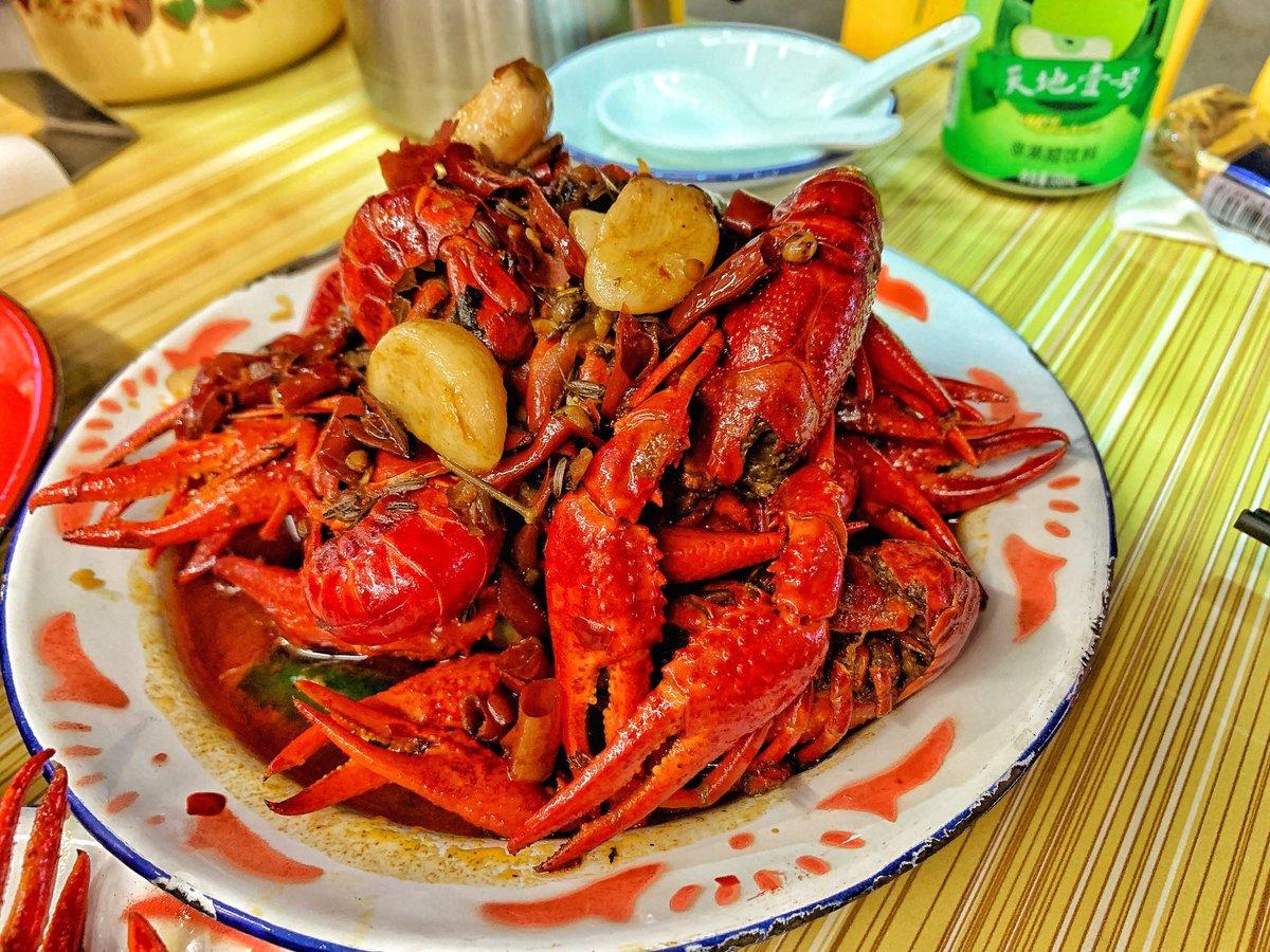 廣州 「潮爺的蝦」  我們點了三斤的大蝦,口味分別蒜香,十三香,麻辣,蝦的肉質確實不錯,新鮮彈牙,而且處理得非常乾淨,膏也非常多,大閘蟹的膏也很多,肉質鮮甜,真的太滿足了,不愧走這一遭。  #潮爺的店# #十三香# #麻辣# #蒜香# #小龍蝦# #大蝦# #大閘蟹# https://t.co/WfK2u2kUdj