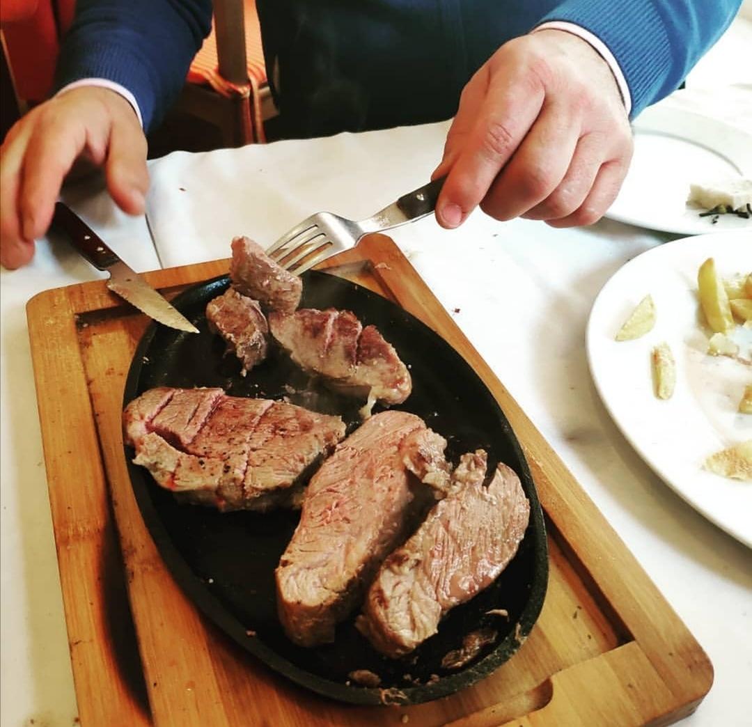 Asi son nuestros Martes  . .  Reservas  954 23 75 04 http://www.mesoncasapaco.es . . . #MesonCasaPaco #CalleBami15 #Sevilla #Andalucia #Gastronomia #Tradicion #Innovacion #Gurme #GurmeSevilla #OchoSabores #Restaurante #detapasporsevilla #Gastro #GastroSevillapic.twitter.com/JuMFfQjmXv