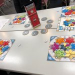 Image for the Tweet beginning: 今日はうちボドでマラケシュ、AZULサマーパピリオン、エバーデルを遊ばせてもらいました。どれもやりたかったゲームで初プレイ!AZULはてなりになってしまったので、次回に期待!エバーデルが想像以上に面白かった!67点!頑張った。同卓の皆様、ありがとうございました。 #うちボド