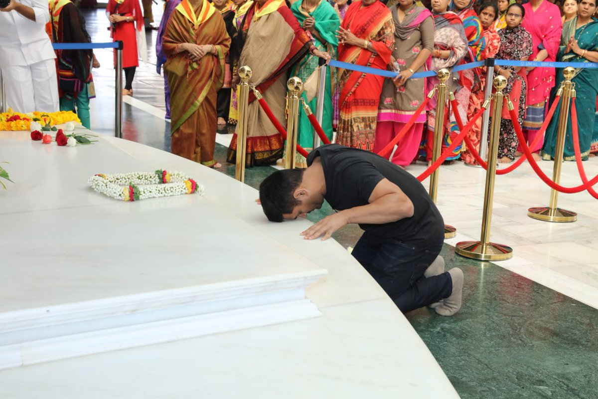 M S Dhoni's Maiden Visit To Prasanthi Nilayam | 11th Feb, 2020   #MSDhoni #Dhoni #SriSathyaSai @msdfanclub #Dhoni #MSDhoni #CSK #TeamIndia #IPL #ThankYouDhoni pic.twitter.com/AhKKtKoTte