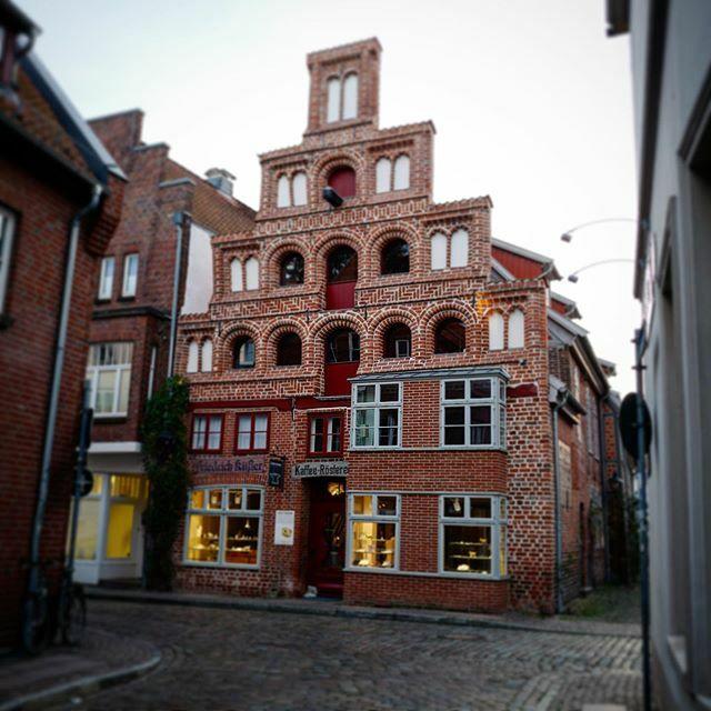 Lüneburg Altstadt . . . #Lüneburg #Altstadt #Salzstadt #Lüneburgcity #Hansestadt #HansestadtLüneburg #saltcity #meinLüneburg #meinNiedersachsen #shotoniphone #smartphonephotograpy #phoneography #fachwerk #altstadtliebe #lüneliebe #salzstadt https://ift.tt/2Shg56Qpic.twitter.com/HJVHKWpPCi