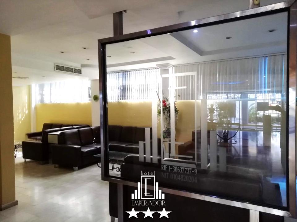 Ofrecemos una cómoda y confortable sala de espera mientras le realizan en Check In o simplemente descansar mientras usa en WiFi del hotel, pida la clave al recepcionista y pase un rato agradable. ... #hotelemperadorv #hotel #valenciavzla #carabobo #venezuela #booking #travelingpic.twitter.com/A5wSC2RFMX