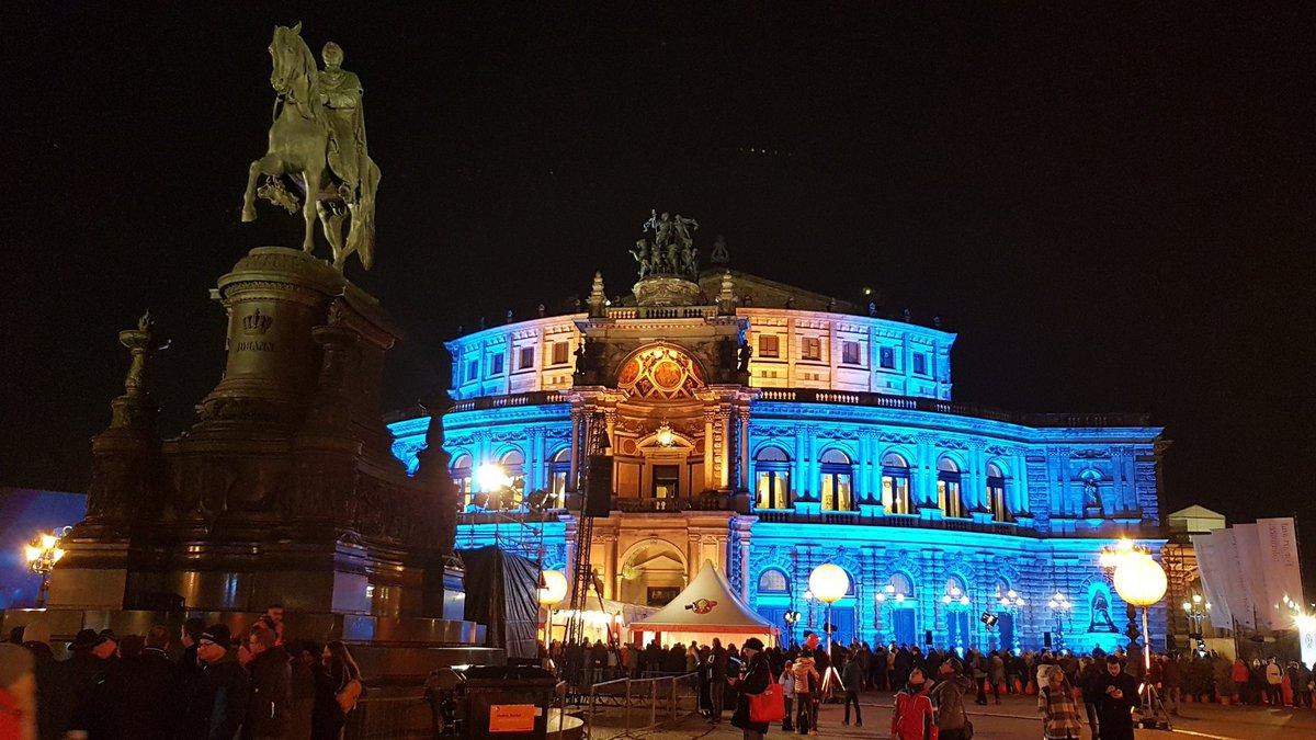 SEMPEROPERNBALL 2020 • DRESDEN  https://youtu.be/nD8toAe2WMw  #IchOhneBild #PetNoble #БелКИНО #Festival #Youtube #Instagram #Twitter #Fireworks #Semperoper #Dresden #Opernball #RolandKaiser #PeterMaffay #MDR #ADR #Feuerwerk #SanktPetersburg #Oper #Travel #фейерверкpic.twitter.com/OEFLZbWmZh