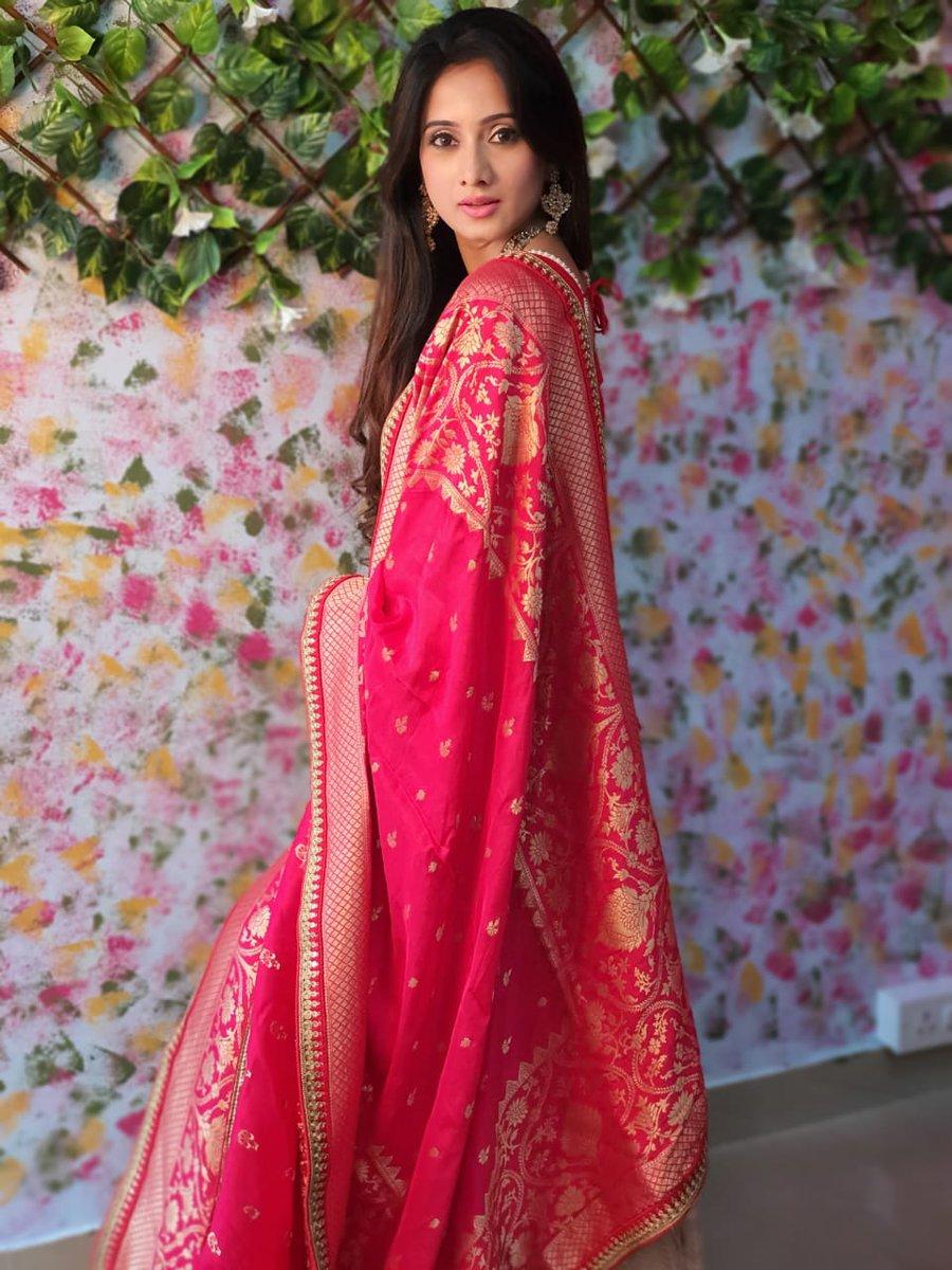 Smiling Queen @actressharshika #KannadaFilmnagar #SandalwoodNews #KannadaCelebs #HarshikaPoonachapic.twitter.com/BlzWwqdrsT