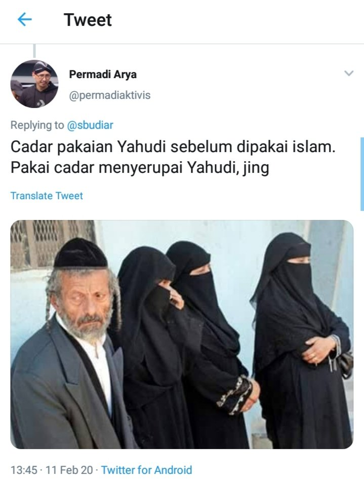 "Tweeps,Saya tdk kenal, Apalagi ""respect"" sama dia,Tetapi apa2 yg dituliskannya ini sangat layak disebut ""Menebar Kebencian, Intoleran, SARA"" & bahkan memanggil Orang lain dgn kata2 yg sangat tdk sopan: ""Jing"".Kemana ini @aduankonten @kemkominfo @DivHumas_Polri @BareskrimPolri"