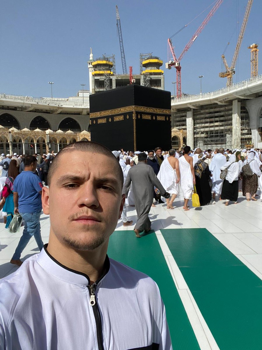 MashAllah, Sheffield United and Bosnian midfielder, Muhamed Besic uses his winter break in the best way to recharge, by performing an Ummrah 🤲🏽🕋 https://t.co/jsUr0IHelR