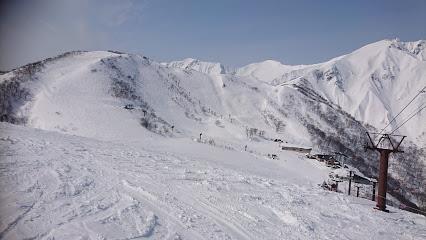 test ツイッターメディア - スノーボードの男子中学生遭難か 群馬 みなかみ町 | NHK:2020年2月11日 22時32分群馬県みなかみ町のスキー場で、父親とスノーボードに来ていた千葉県の15歳の男子中学生の行方が分からなくなり、警察は遭難したものとみて12日朝から周辺を捜索することにしています。https://t.co/bI02FXCTld https://t.co/yVIloxzlE8