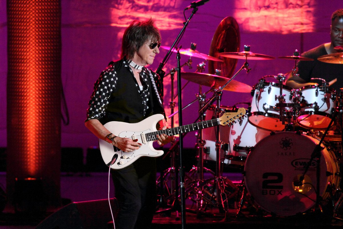 Silver lining guaranteed as Jeff Beck announces @yorkbarbican debut in May. Hi ho, hi ho, and off you go to http://charleshutchpress.co.uk for more details. #jeffbeck #theyardbirds #yorkbarbicanpic.twitter.com/247Lloux7k