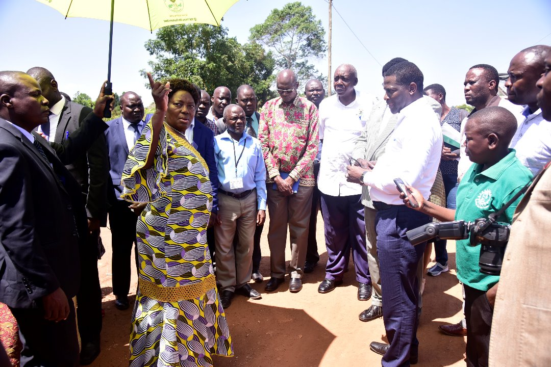 Speaker @RebeccaKadagaUG has commended World Bank for extending its municipality based grant (USMID) from 14 to 22 municipalities in Uganda, saying this is timely owing to the more municipalities created. Kadaga earlier visited the proposed projects in Kamuli municipality.