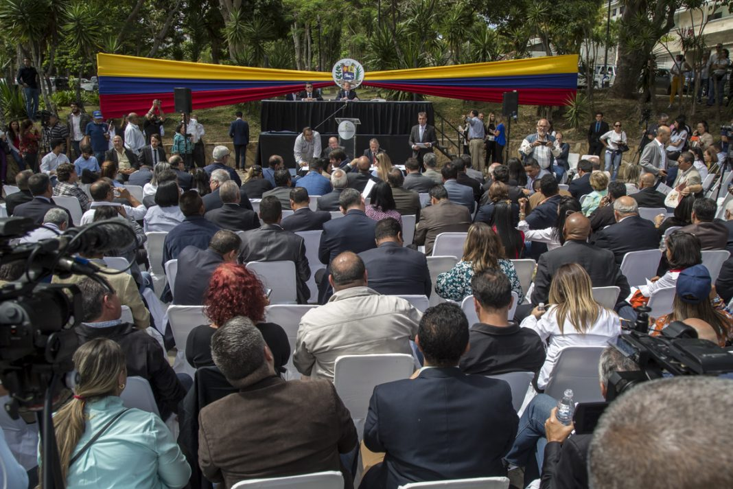 Gobierno (interino) de Juan Guaidó - Página 32 EQgRLSlUEAAoiUZ?format=jpg&name=medium