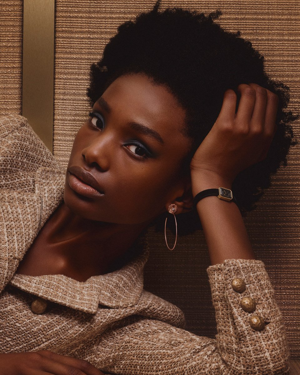 OVER THE MOON Imari Karanja wears the yellow gold and titanium PREMIÈRE VELOURS watch and EXTRAIT DE CAMÉLIA hoop earrings in pink gold and diamonds. Discover the CAMÉLIA and PREMIÈRE collections on https://t.co/ZKVdqnBCNO #CHANELOverTheMoon #CHANELFineJewelry https://t.co/tqpycCWptz