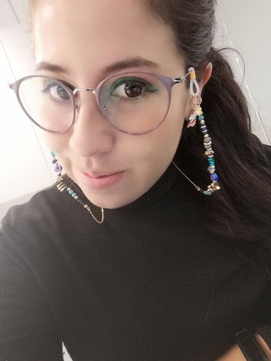Mi cordonsito #glassesstrap es el regalo más bello del mundo mundial pic.twitter.com/K8ovWySETA