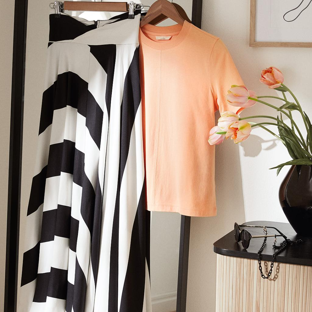 Black and white + coral colours = your look this s...