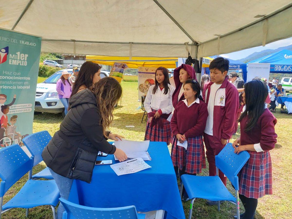 #MDTAmbato | Hoy, junto a las #BrigadasTodaUnaVida visitamos la parroquia #ElTriunfo del cantón #Patate de #Tungurahua, para socializar los beneficios de nuestros proyectos #EmpleoJovenEC,@Socioempleo_ec y solventar dudas referentes al ámbito laboral.pic.twitter.com/CUsoFCqJwy