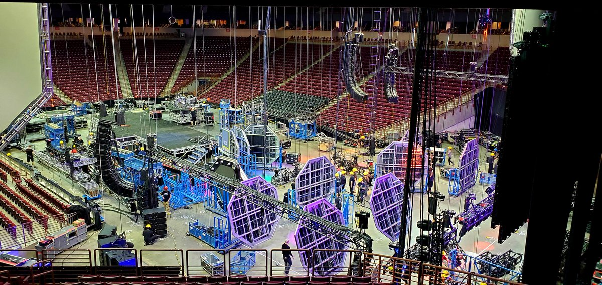 Getting ready for tonights big show at @CLAmktg in #Columbia, SC! KISS #EndOfTheRoad World Tour