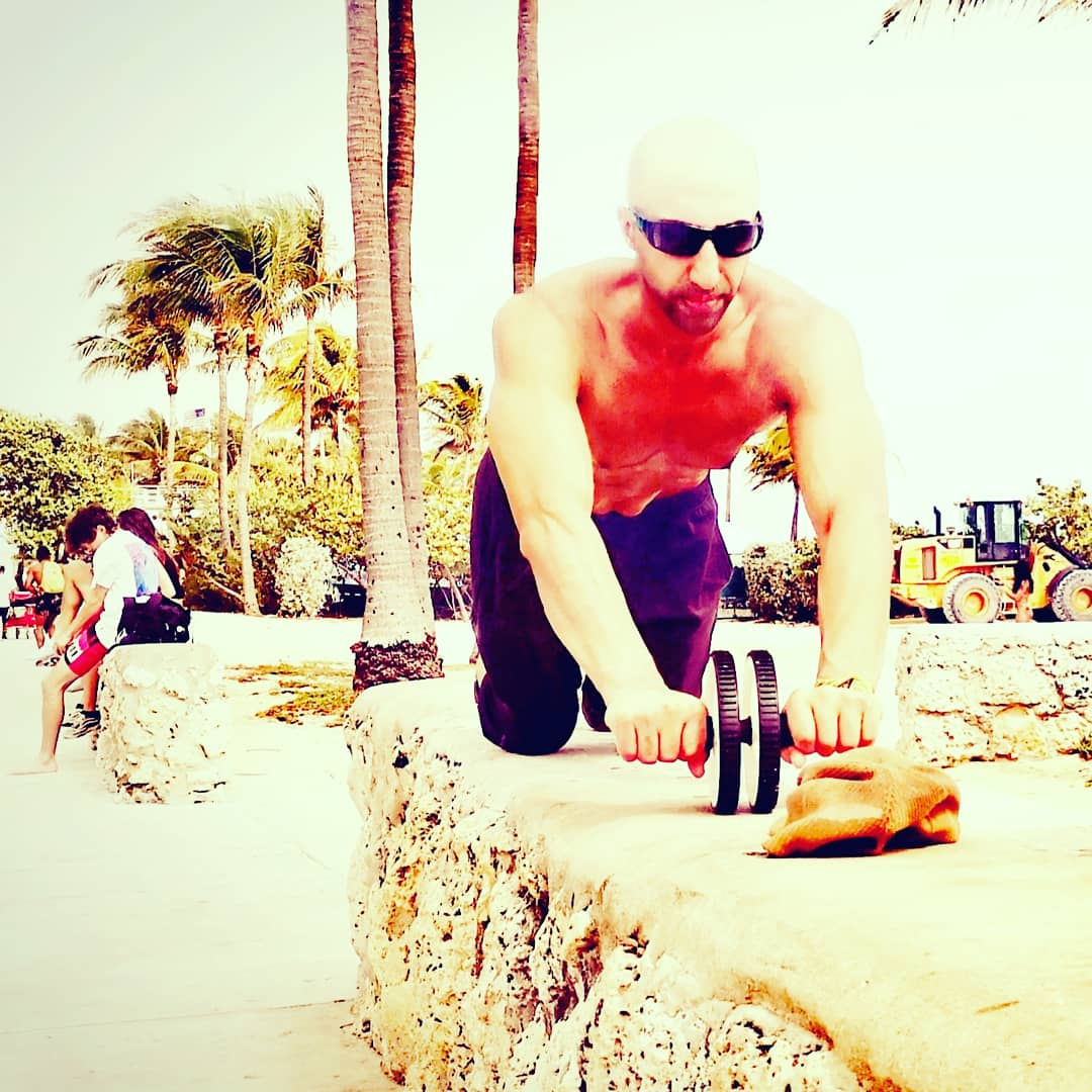 Always packing a wheel now in the bag. More intensity anywhere in less time. #stayfit#outdoorgym #outdoors #beatstress #calmness #peace  #abs #sunrise #travelphotography #exercise  #beachvolleyball #vitamind #summerinwinter#blackandwhiteuniverse #blackandwhitephotographypic.twitter.com/S8nV77Cf0R