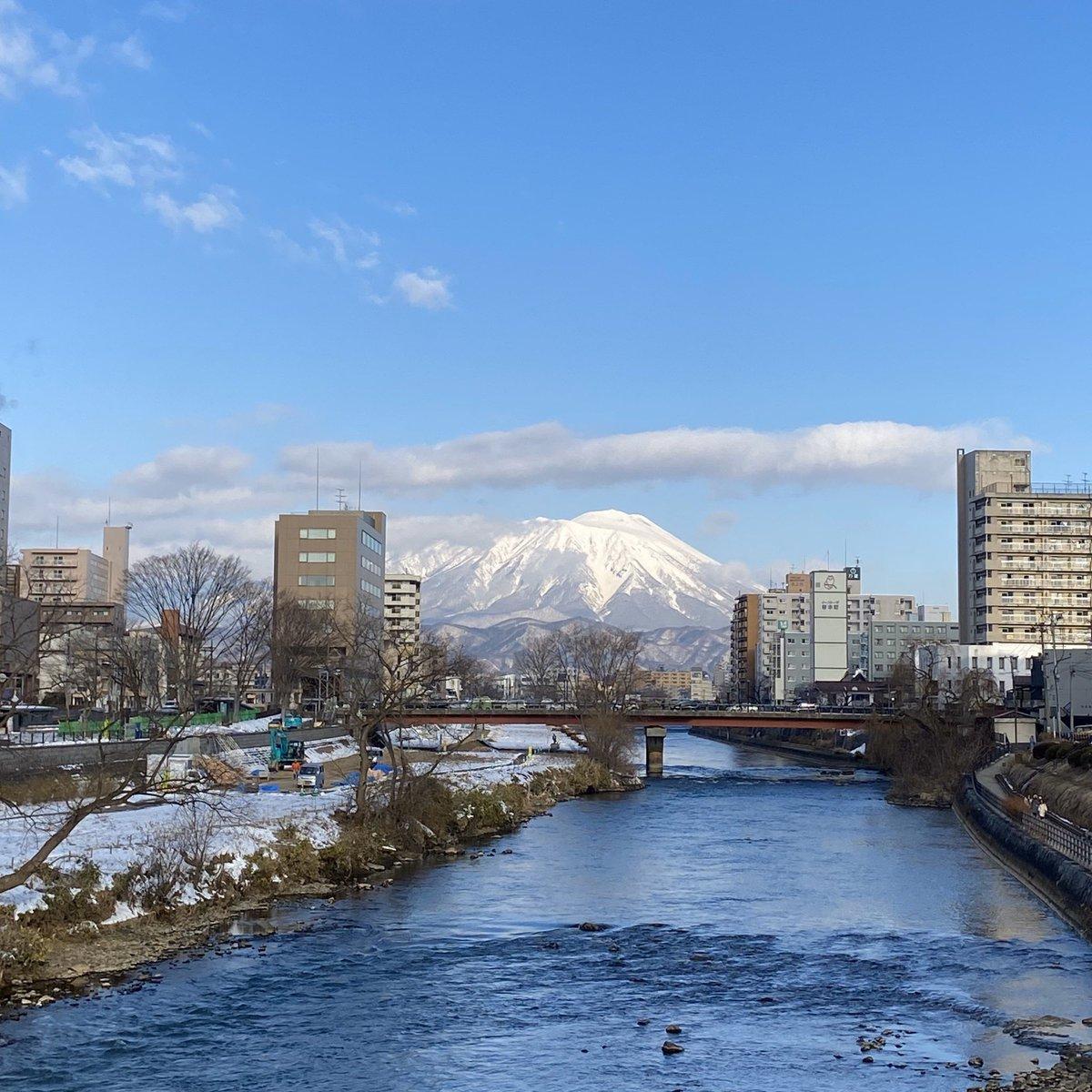 2020/02/12 盛岡市の開運橋から撮影。みなさま、体調管理に気をつけてお過ごしください。 #岩手 #盛岡 #北上川 #岩手山 #岩手においでよ #レトルトカレーの日