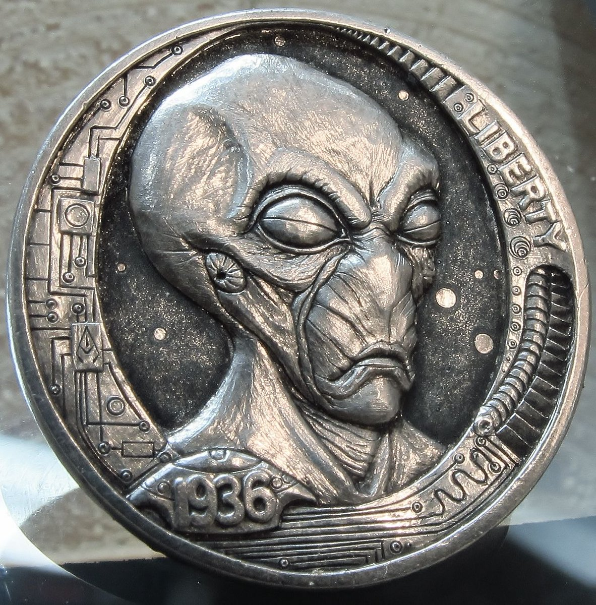 February 11= #ExtraterrestrialCultureDay #Extraterrestrial #Alien #TerrorTuesday  #Starman Get ready. Company's coming. #HoboNickel #CoinCarvings by #JoshRanger #AlienLife #Spaceman #SpaceTravel #AlienNationpic.twitter.com/BPSywO4JAT