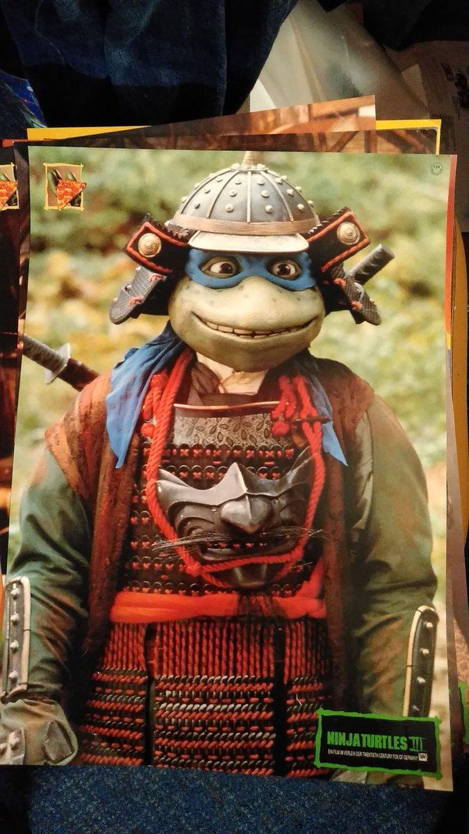 """@TheSewerDen @ZOSOtmnt  @TheSewerDen @TortuesNinja_FR @zimmerltw @fl0werbud """"#NinjaSchildkröten III"""" Filmplakat ,   kühl """"#Samurai Leo"""" #TwentiethCenturyFoxOfGermany #1993 ..#TMNT #TeenageMutantNinjaTurtlesIII #TMNTiiiTurtlesInTimepic.twitter.com/YR8addXgHd"""