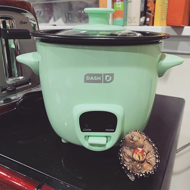 A new Fritz-sized rice cooker! Woohoo! #playwrightslife #AsianLife #viewfromahedgie #bebeyoda https://ift.tt/37h5pJOpic.twitter.com/B9LFnnT1Ur