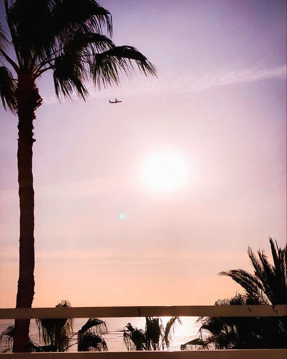 A Lanzarote sunrise a day keeps the doctor away!  #SolByMelia  Photo by: lucysempeypic.twitter.com/ICa7NiRnmN