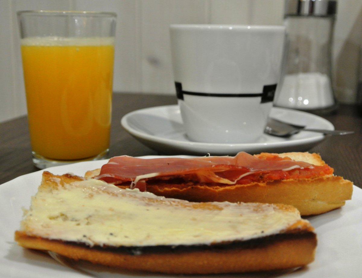 #Café con #leche #Tostada de #mantequilla y #jamón con #tomate #Zumo de #naranja natural  ¿Quién se anima a venir a desayunar a Más Ke Churros? http://www.maskechurros.com #Oviedo #Gijón #Mieres #PoladeLena #Laviana #Sama #LaFelguera #Siero #Villaviciosa #Candás #Luancopic.twitter.com/flLCNSS3rB