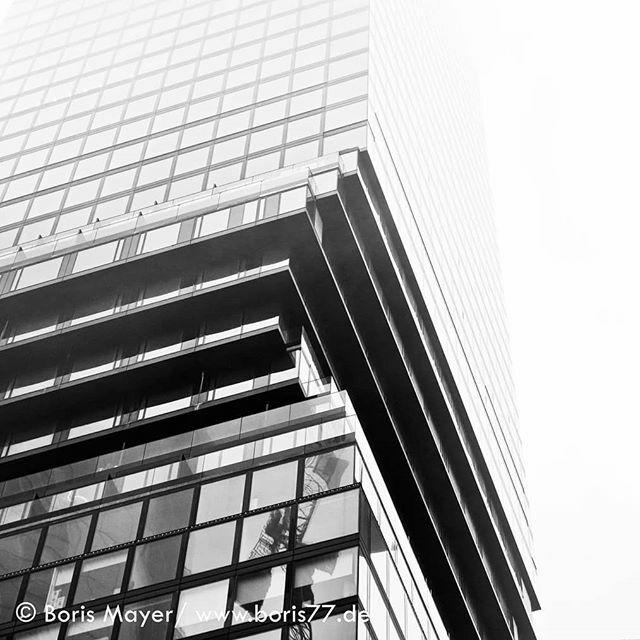 Looking up... . . . . . #Frankfurt #frankfurtammain #frankfurtcity #igersfrankfurt #ig_frankfurt #VisitFrankfurt #FrankfurtLiebe #MeineFrankfurtLiebe #frankfurtbrudi #dasechtefrankfurt #WeLoveFrankfurt #FrankfurtDuBistSoWunderbar #frankfurttogotostay #fr… https://ift.tt/2SQk1uzpic.twitter.com/qFSwfP2joi