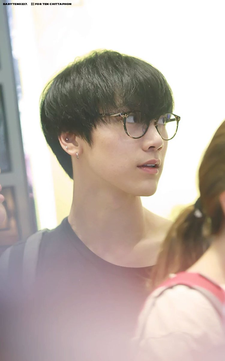 STFUFUFUUFUFUUUUU HAIRDOWN TEN IN PLAIN BLACK SHIRT AND SPECS JSHDKSK ROOKIES ERA AND NOW pic.twitter.com/G9zpW5my4B