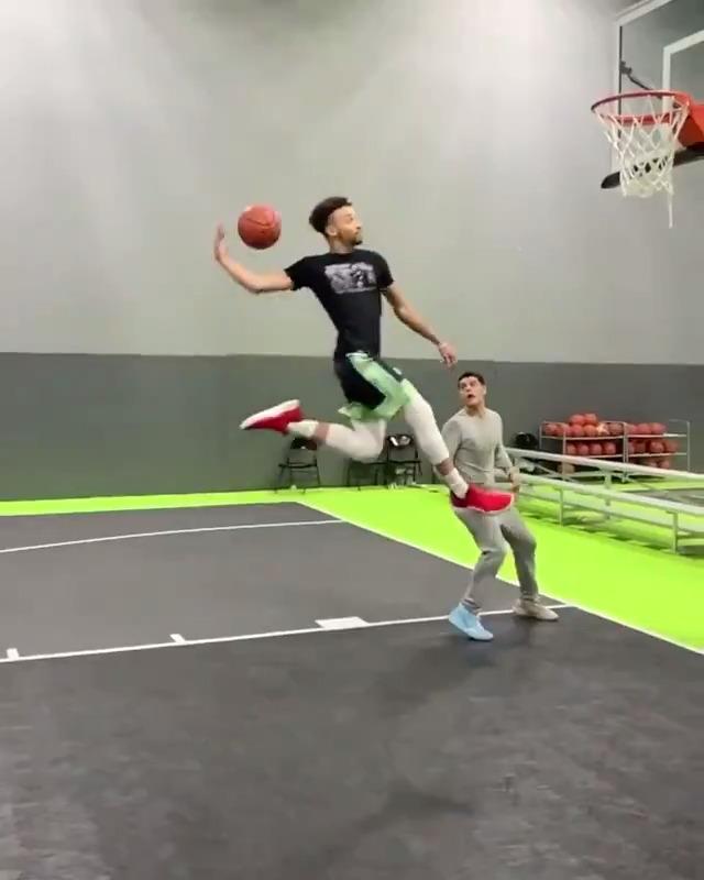 Never seen a dunk like this before 🤯 (via maxwellpearce, robvsthewrld/IG)