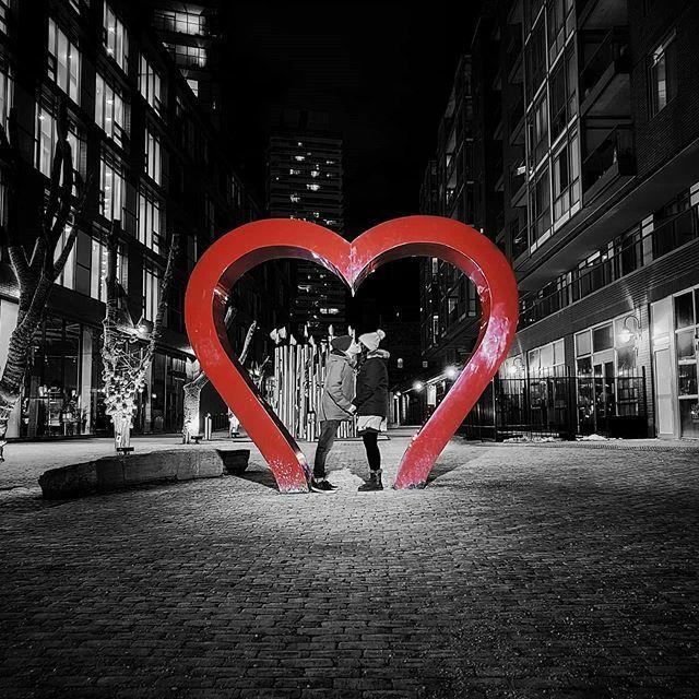 My Valentine. . . . #distillerydistrict #streetphotography #streetsoftoronto #love #valentines #myvalentine #colorpop #artofvisuals #agameoftones #moodygrams #mylove #shotongalaxy #galaxys10e #blogto #narcitytoronto #curiocityto #torontoclx #thevisualsco… https://ift.tt/2UNWnkLpic.twitter.com/U40xi2SWrb