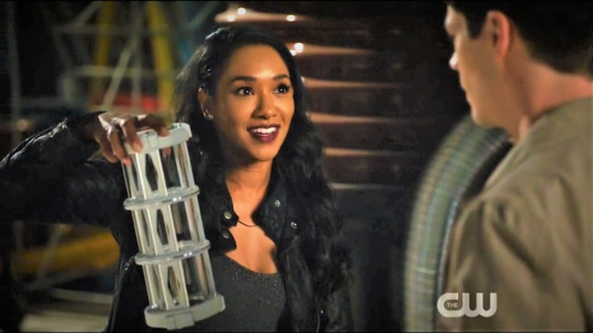 Q8: Did we, or did we not, just see this TV show use a Love Potion to make villains fall in love with each other again?  #FlashChat #TheFlash #LoveIsaBattlefieldpic.twitter.com/CM1c5RLL2S