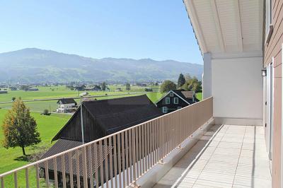 #Wohnung #ZuMieten 8856 #Tuggen #Schweiz 2100 CHF 3 Zimmer TRAUMHAFTES BERGPANORAMA MIT WEITSICHT Diese Wohnung überzeugt durch den edlen Innenausbau und einem grosszügigen Grundriss. Durch die grosse Fensterfront, ist sie lichtdurchflutet und.. https://www.reedb.com/?j=37cgpic.twitter.com/u1EARoLx8H