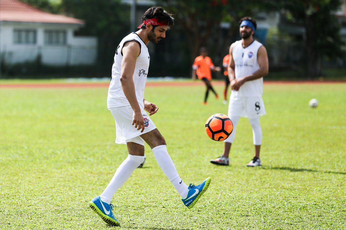 @AllstarsFC_PFH sends our best wishes to our All Star @TheAaryanKartik for the release of his next movie #LoveAajKal2 which is all set to hit the big screens tomorrow. . . #AllStarsFC #PlayingForHumanity #ASFC #Football #PFH  #Bollywood #KartikAaryan #LetsFootball #Celebspic.twitter.com/DmOZVcUhro