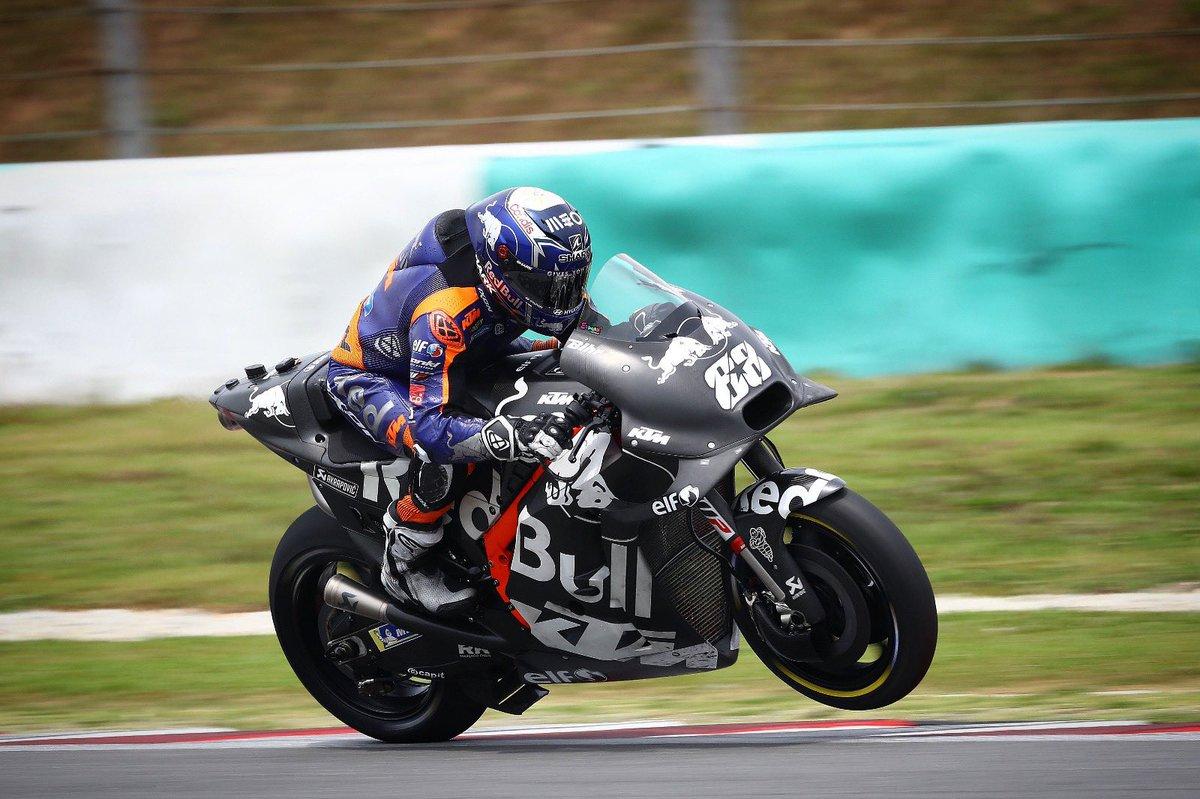 Replying to @Tech3Racing: Happy #WheelieWedneday 🙌🏻  #KTM #Tech3 #MotoGP @MotoGP #MO88