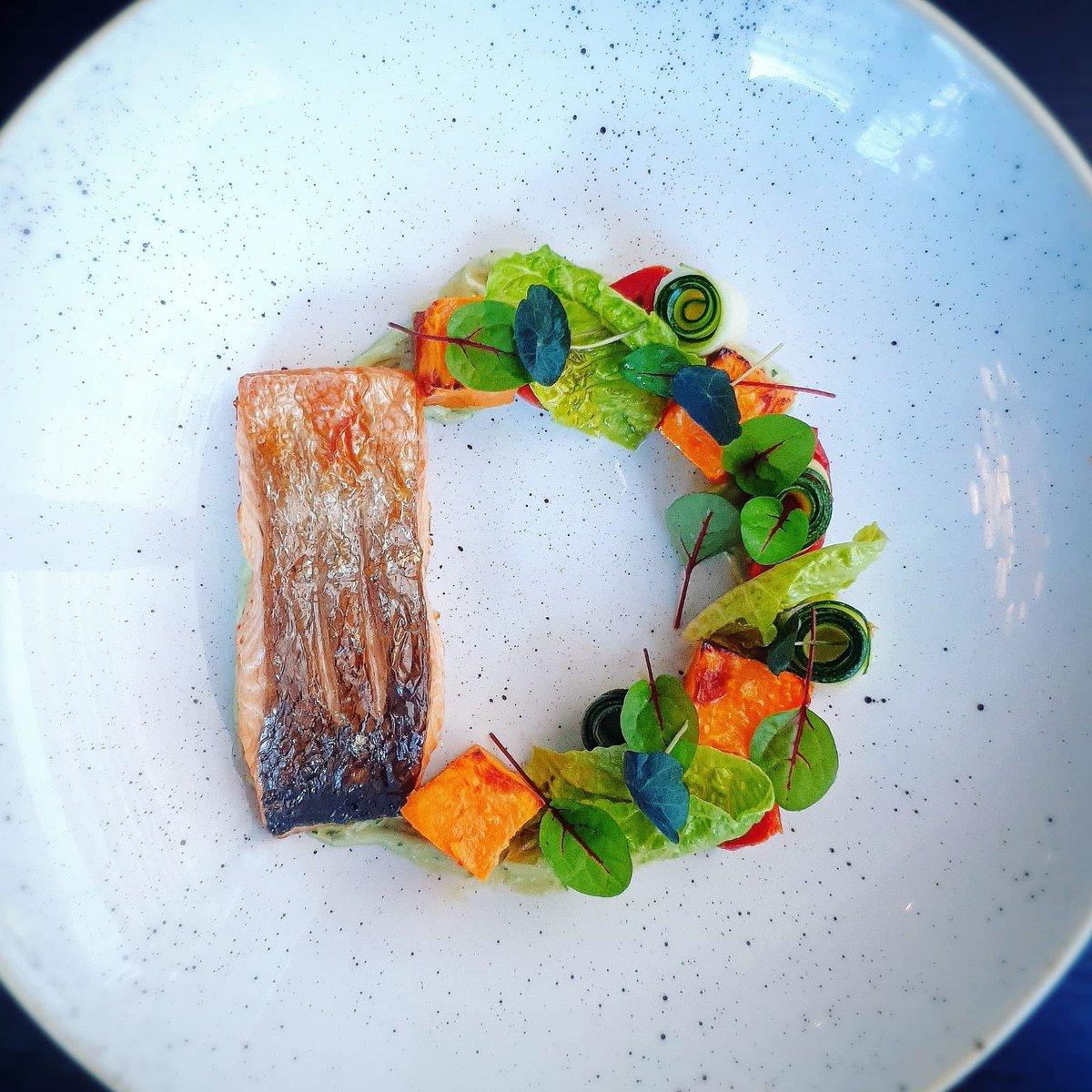 Today's special. Panfried Salmon, avocado mousse, sweet potato! 👩🍳  #dublincitycentre #dublinonourdoorstep #Ourteam #chefgoals #chefteam #dublinfood #dublindining https://t.co/V0MmjwJjcV